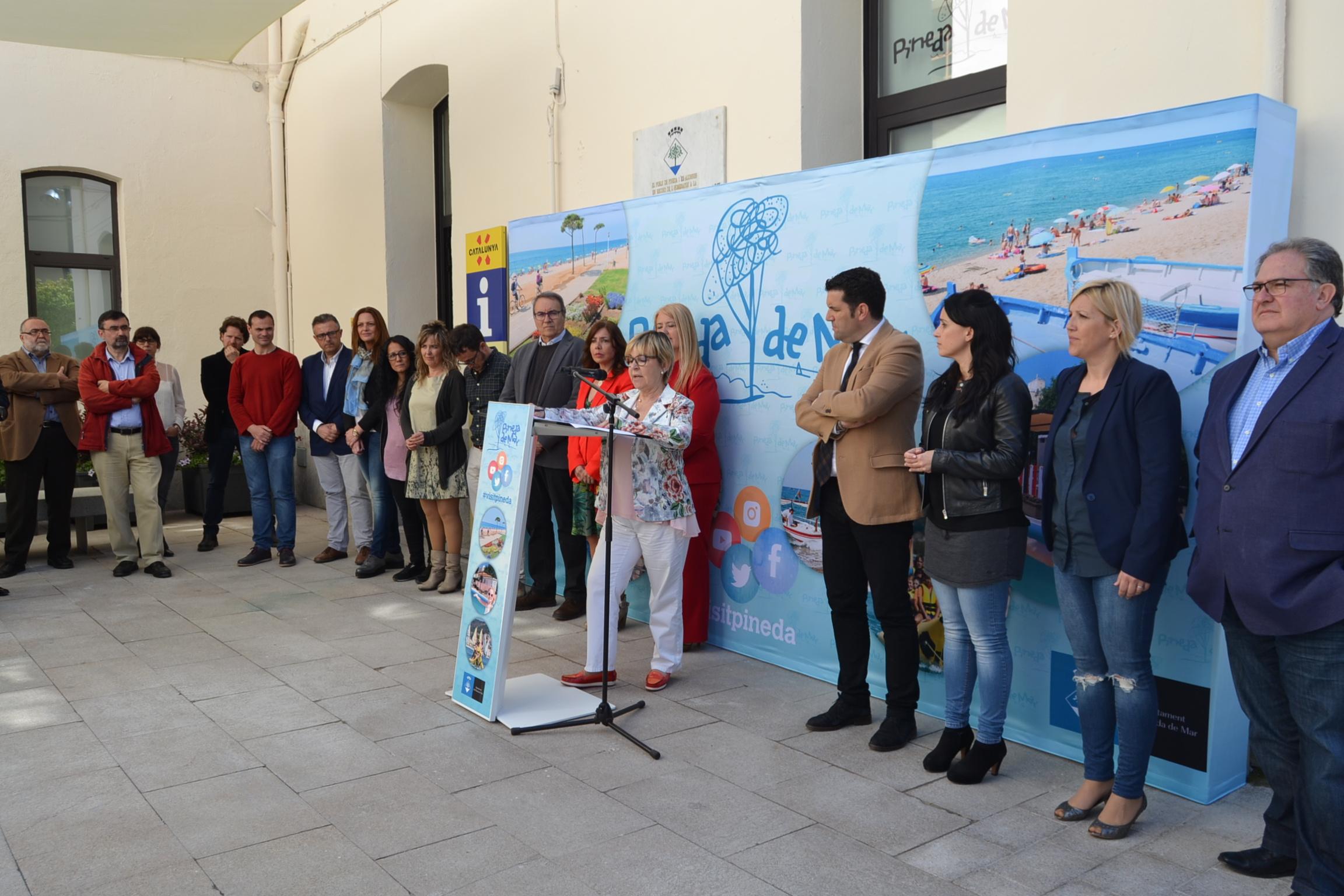 Pineda estrena la primera oficina de turisme de catalunya for Oficina de turisme