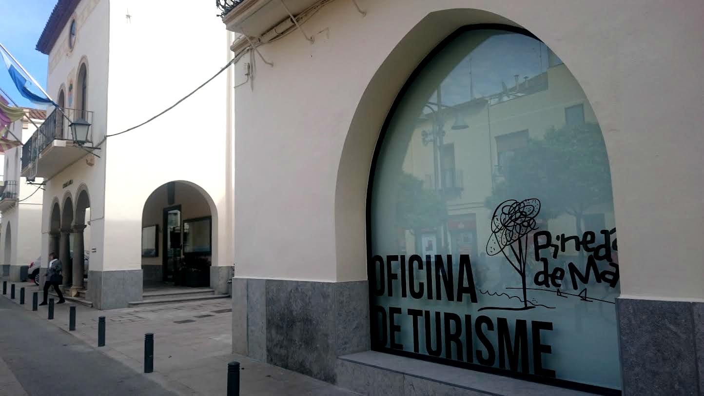 La nova oficina de turisme de pineda s la primera de for Oficina de turisme